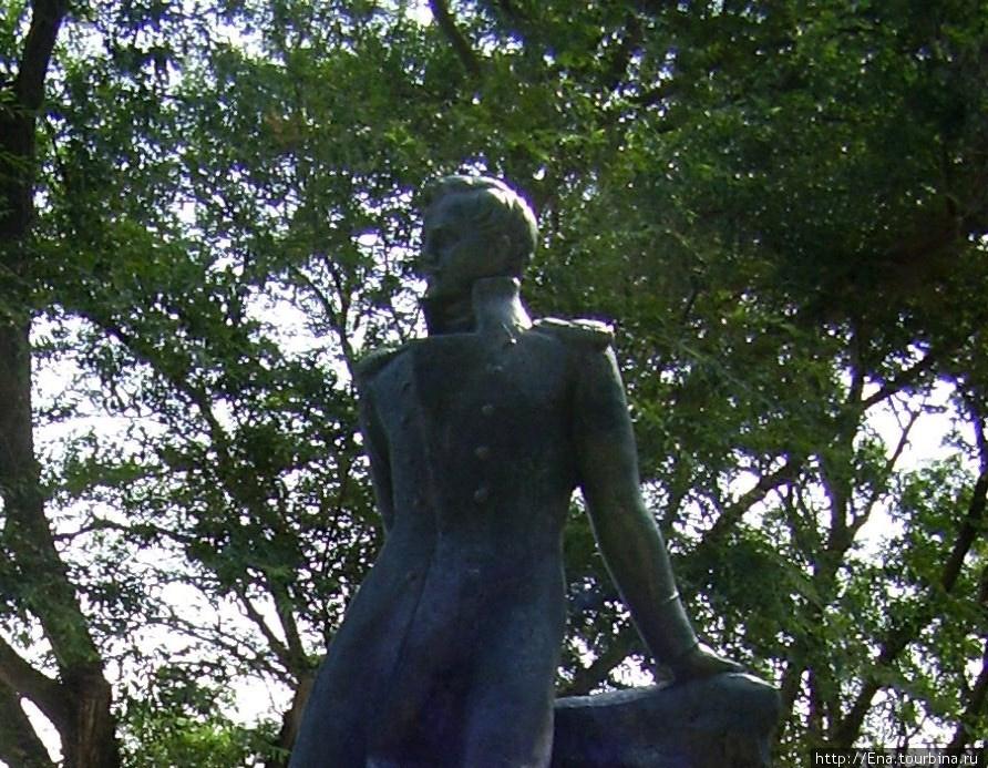 Июль 2006. Музей М.Ю. Лермонтова в Тамани. Памятник поэту