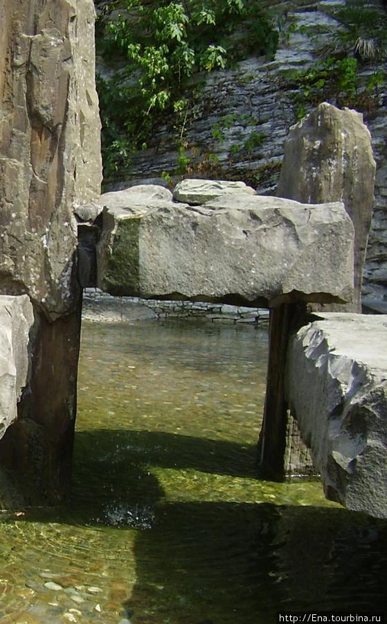 Июль 2006. Экскурсия в Сочи. Мацеста. Та самая серо-водородная водица, ядовитая и полезная одновременно :)