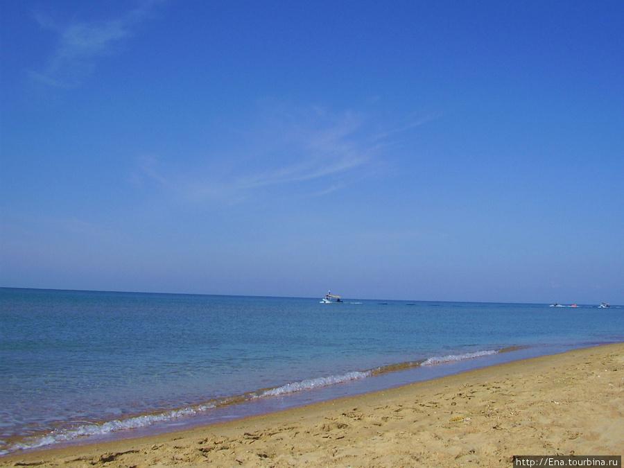 Зачастую свободное время на экскурсии можно посвятить купанию в ласковых волнах Черного моря :)