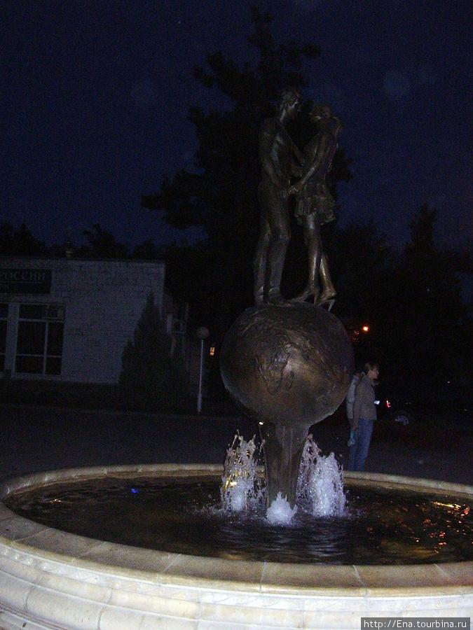 Сентябрь 2007. Экскурсия в Геленджик. Романтический вечер в курортном городке и фонтан