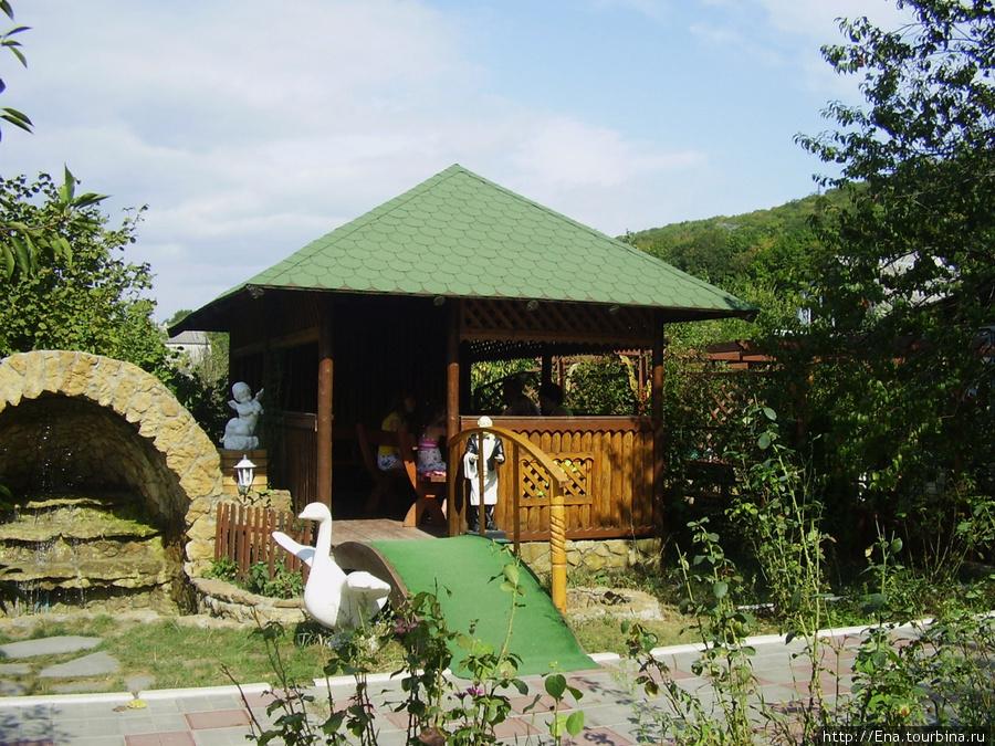 Сентябрь 2008. Экскурсия к святым источникам Неберджая и в Феодосьевскую пустынь. На горной пасеке