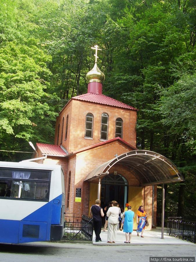 Сентябрь 2008. Экскурсия к святым источникам Неберджая и в Феодосьевскую пустынь. Церковь у святых источников