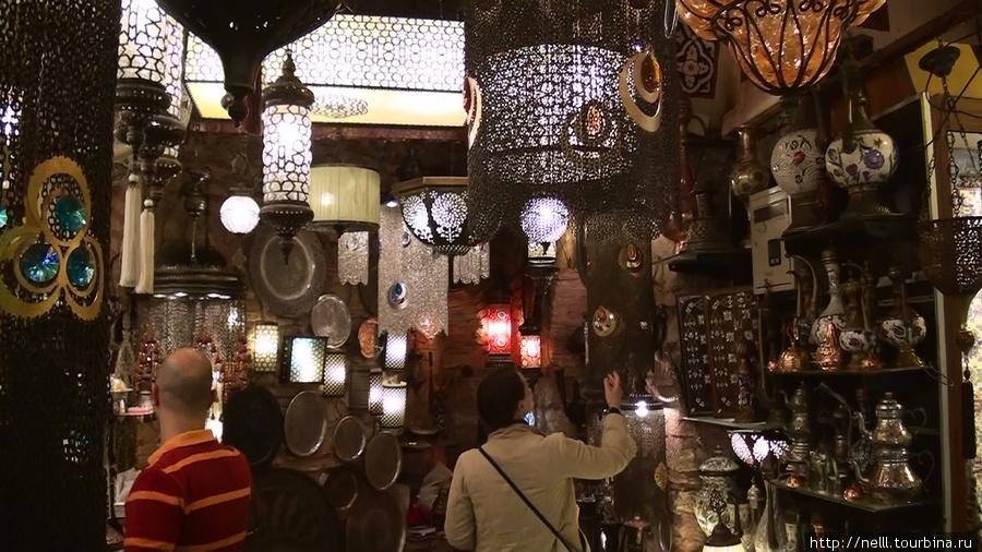 Необыкновенно стильные лампы, с металлическими элементами мы увидели на Большом базаре.