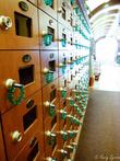 Шкафчики для обуви с торчащими ключами