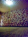 Соляная комната. Камни торчат из стены. На них приколько смотреть, пока там лежишь паришься. И они выделяют ионы или что-то такое полезное для здоровья.