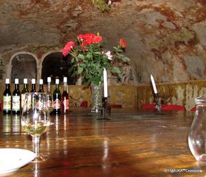Для дегустации предлагаются сухие и десертные вина.