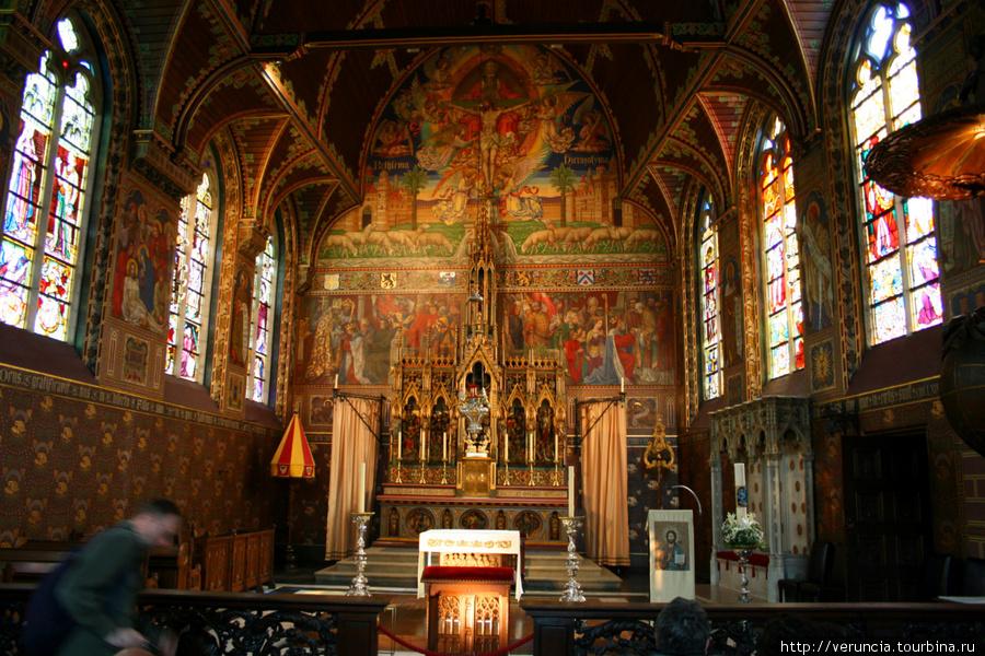 Внутреннее убранство Базилики Святой Крови