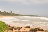 А это уже другая часть побережья, так наз. Черепаший берег — именно здесь, в Косгоде, выходят на берег гиганстские морские черепахи (оливовая Ридли, черепах-попугай, кожистая и еще пару видов), чтобы оставить кладку яиц.  Из них через полтора месяца выклюнутся малые черепашки. Чтобы видеть такие сокровенные моменты или самих черепашат, стоит заехать в Косгоду, в питомник Viktor Hasselblad Turtle Hatchery.