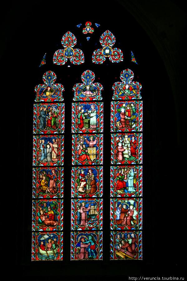 Витраж церкви Богоматери
