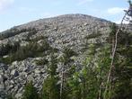 А это гора Круглица с видом из «Долины сказок», до нее всего-то… 2 часа пути по огромным булыжникам, острым и шатающимся, заросшими мхом.