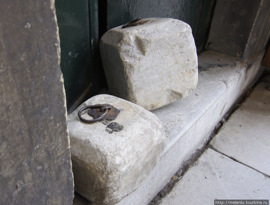 Камни для подпирания пота