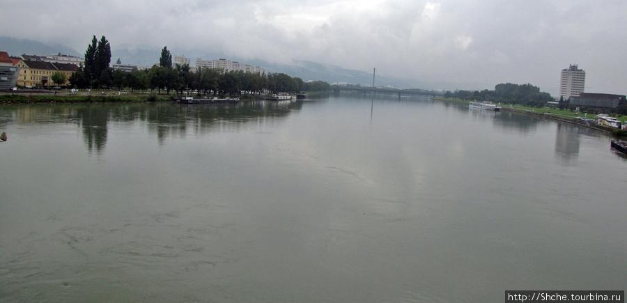 Дунай в Линце широкий, но при этом течение сильное