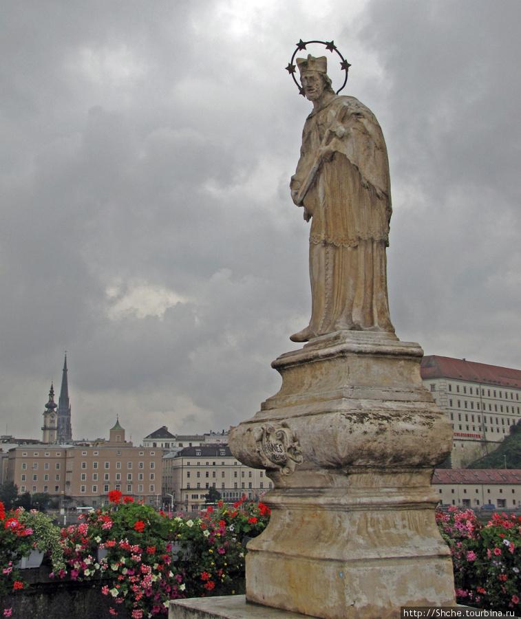 перед мостом святой покровитель