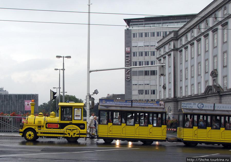экскурсионный паровозик, двухэтажные автобусы