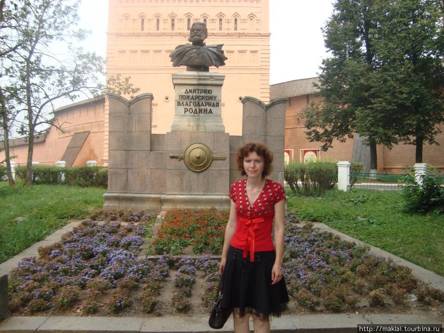 Суздаль. Памятник Д.Пожар