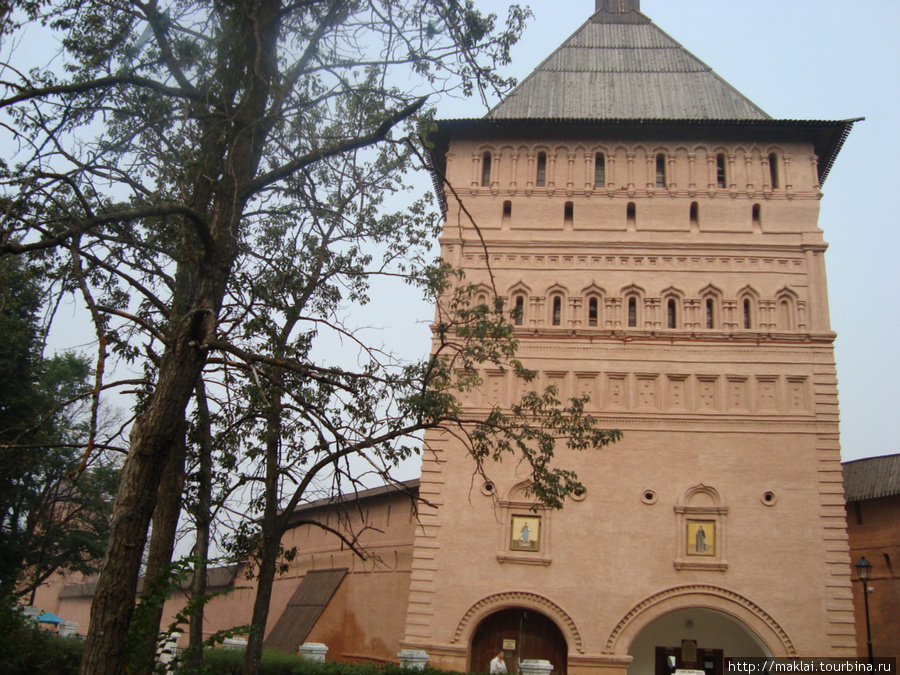 Суздаль. Спасо-Ефимьевский монастырь.Проездная башня.