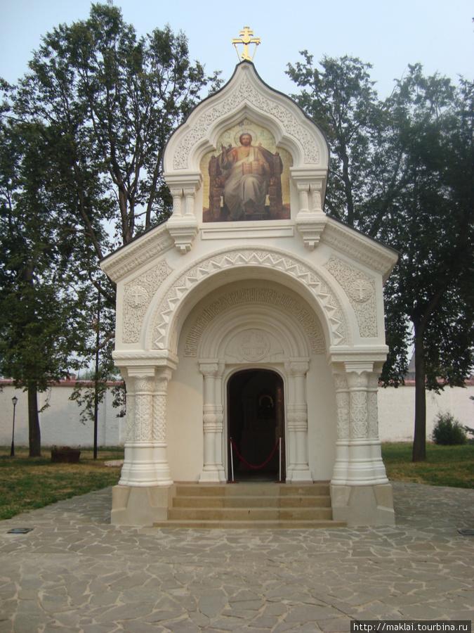 Суздаль. Спасо-Ефимьевский монастырь. Памятник-часовня.