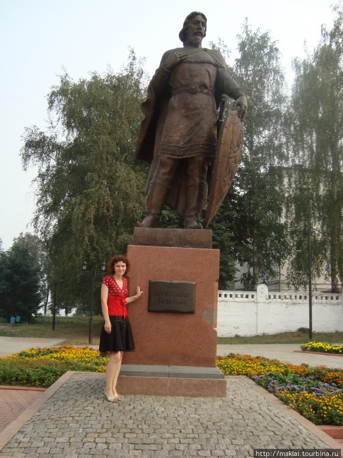 Владимир. Памятник А.Невскому-небесному покровителю города.