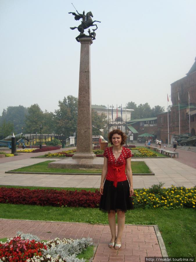 Н.Новгород. Колонна с изображением Св.Георгия.