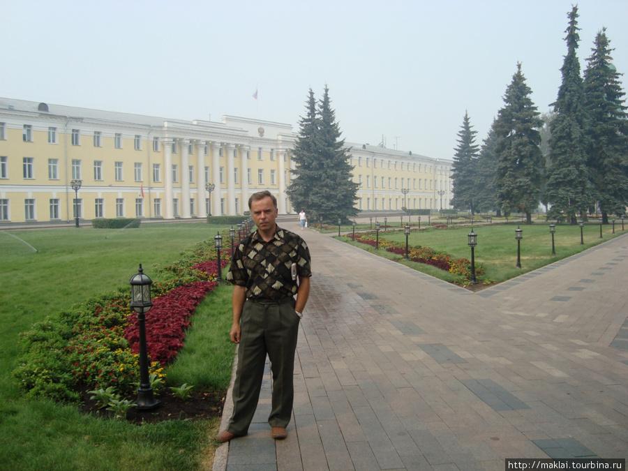 Н.Новгород. Здание правит