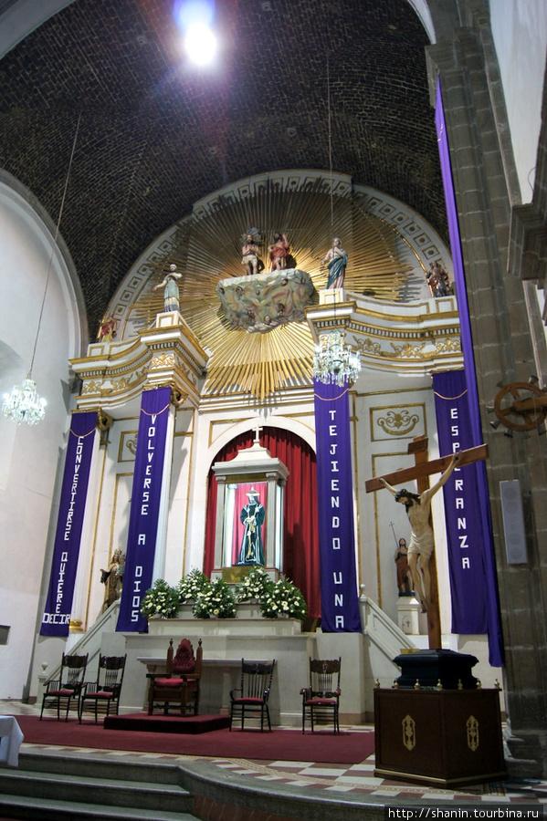 В церкви франчисканского монастыря в Теотиуакане
