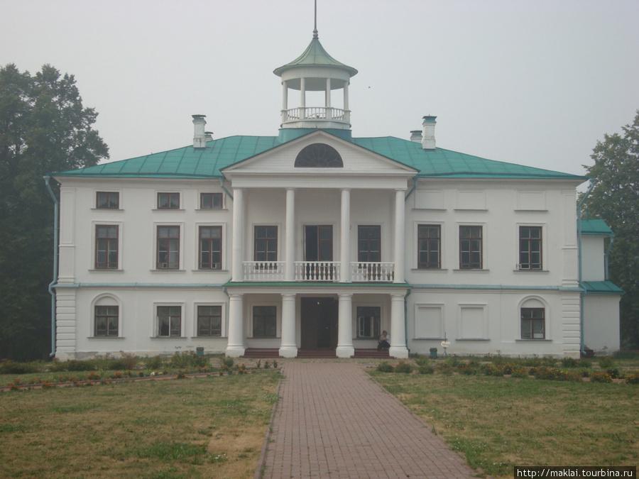 Усадьба Карабиха. Большой дом.
