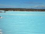 естественные бассейны с молочно-белой водой, не используемый для купаний