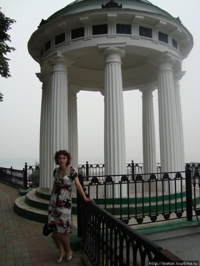 Ярославль. Беседка на волжской набережной.