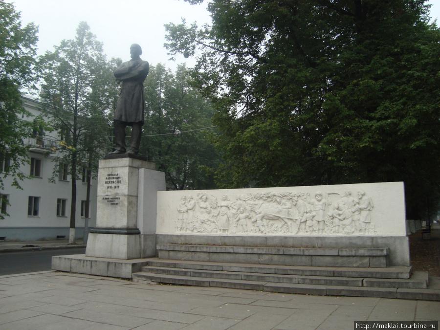 Ярославль. Памятник Н.Некрасову.
