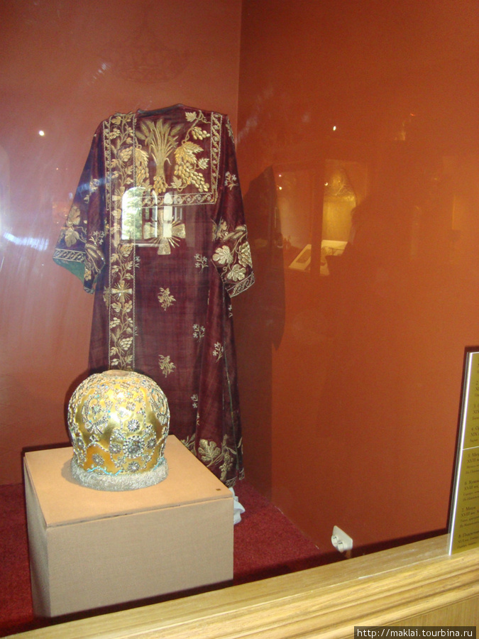 Кострома. Экспозиция выставки.Церковная одежда.