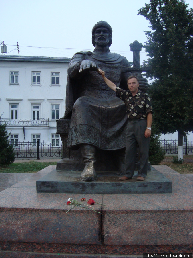 Кострома. Памятник Ю.Долгорукому.