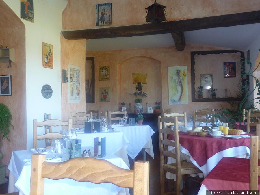 Терраса, где сервируют завтрак