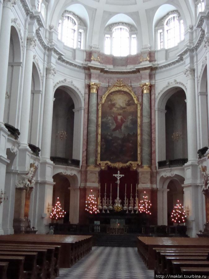 Дрезден. Интерьер собора Святой Троицы.