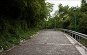 Туда ведет блинная дорога, около 4 километров пешком