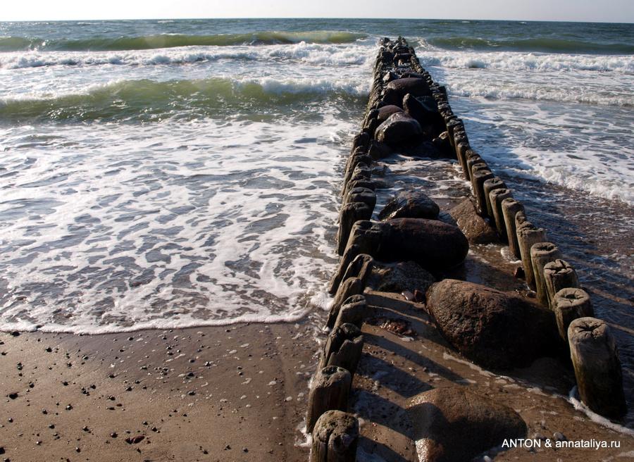 Пирс на пляже в Зеленоградске