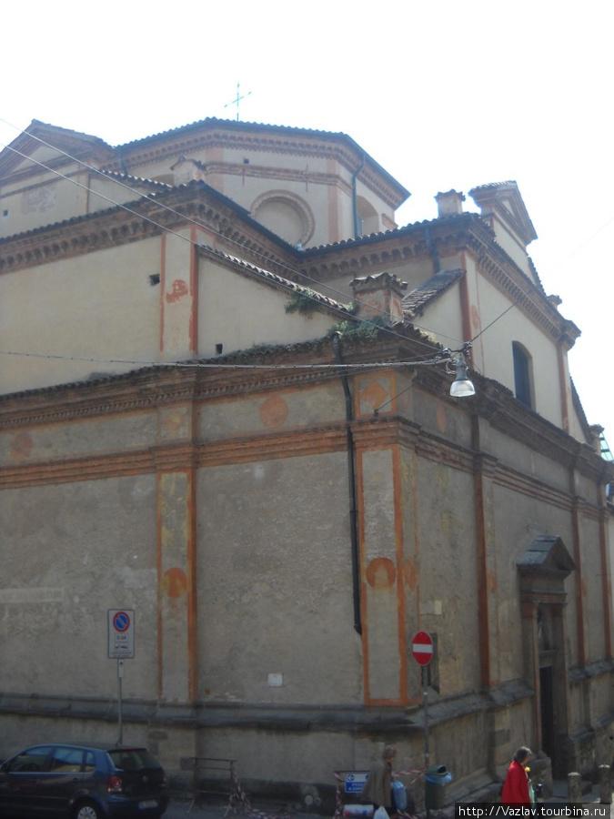 Стены монастырского комплекса