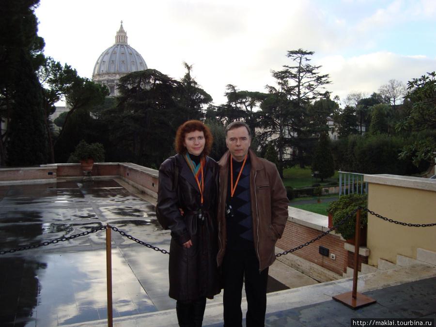 Ватикан. На фоне купола собора Св.Петра.
