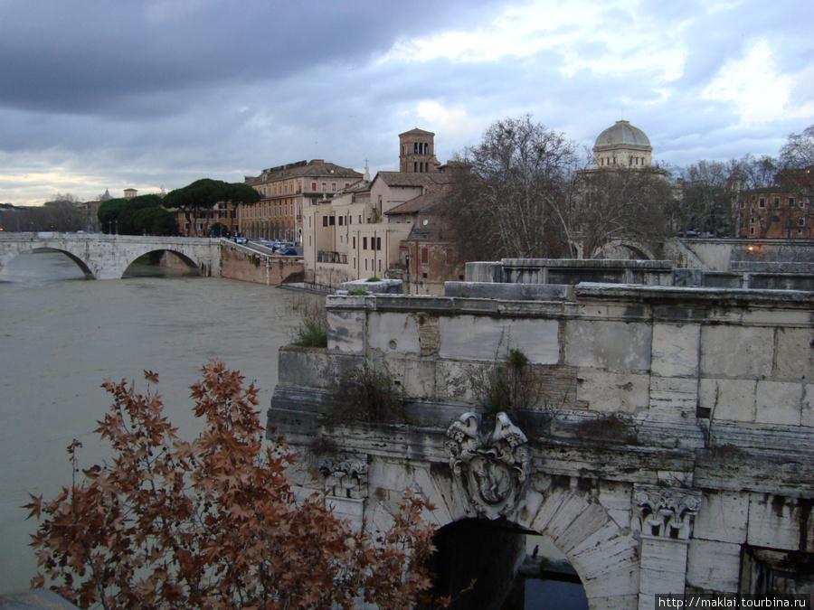Рим. Фрагмент древнеримского моста.