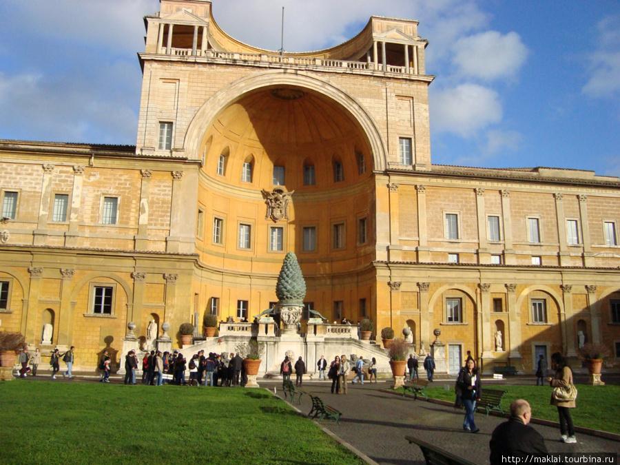 Ватикан. Двор ватиканского музея.