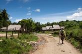 А вот и вторая деревня. Во время колонизации Филиппин имено здесь, в районе вулкана Пинатубо, аэта нашли убежище от испанцев. Так с тех времен тут и остались жить, несмотря на опасное соседство