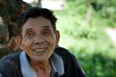 Сейчас всего на Земле около 50 000 представителей этой народности. Около 30 000 живет тут, на острове Лусон. Хотя они и делают представления в Маниле на фестивалях, на самом деле никто тут в голыми жопами не ходит, не носит идиотские украшения, не пляшет вокруг костра, призывая духов (большинство из них католики, тут есть церковь, правда не достроенная), никто не охотится из луков или духовых ружей — есть простые ружья, есть домашняя скотина. Так что, каналу Дискавери с их придурковатыми, вечно что-то шепчущими от опасности и ответственности момента ведущими, пламенный привет. Самый старый житель деревни