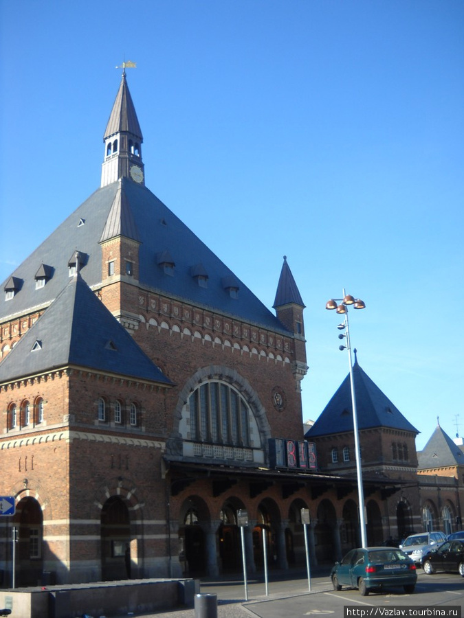 Главный вход в вокзал