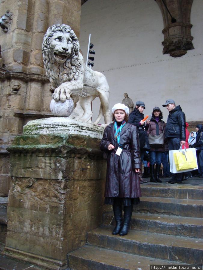 Флоренция. Лоджия Делла Синьории. Античный лев.