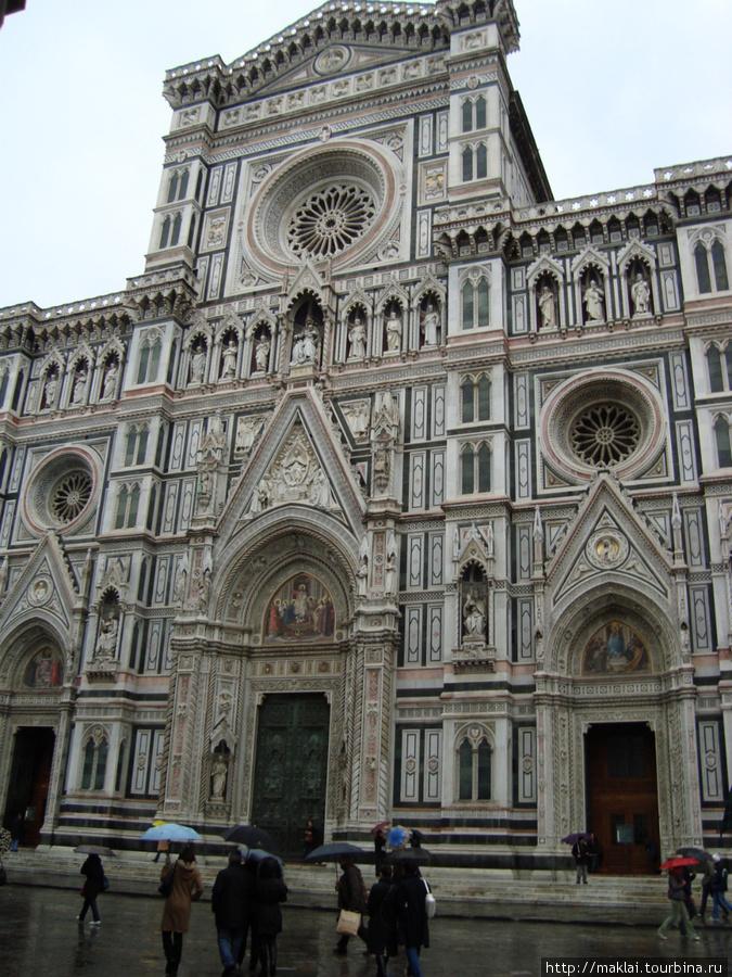 Флоренция. Собор Санта Мария дель Фиоре. Фасад церкви.