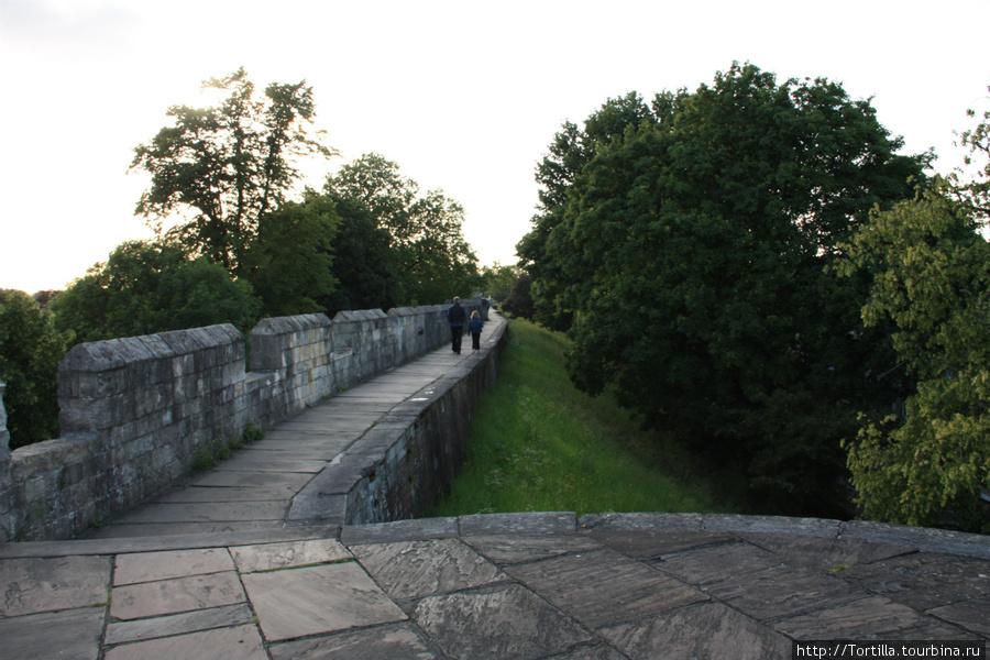 старые крепостные стены