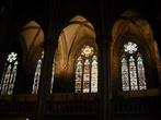 Стрельчатые окна смотрятся вполне средневеково