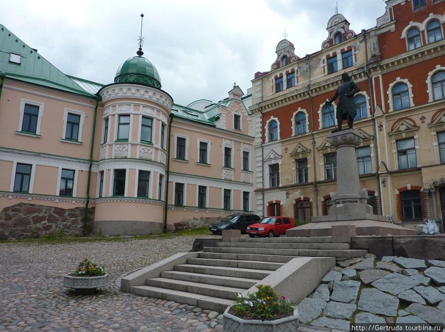 Памятник основателю города Торккелю Кнутсону