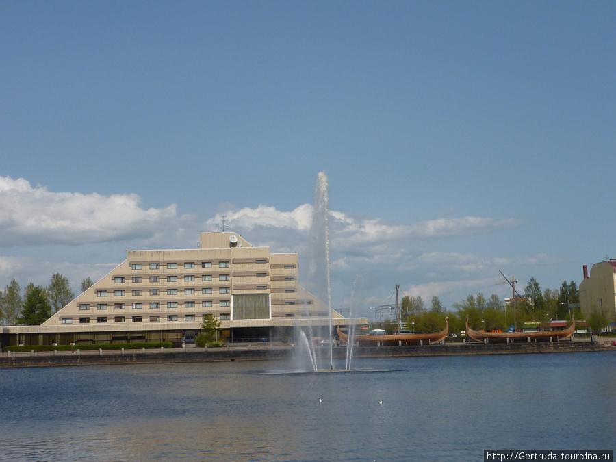 Вид на фонтан и гостиницу Дружба с Набережной 40-летия ВЛКСМ