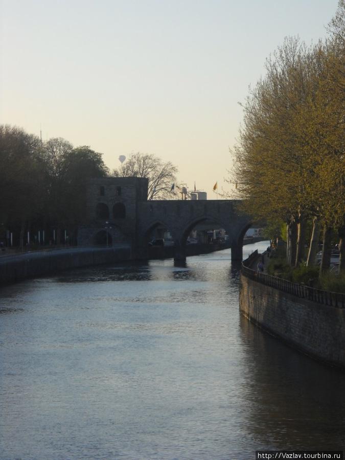 Мост за изгибом реки