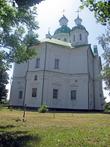 Большой зальный трёхнефный пятиглавый храм, выстроен на деньги И.Самойловича и И.Мазепы. Отдельно стоящая многоярусная колокольня — 1785.